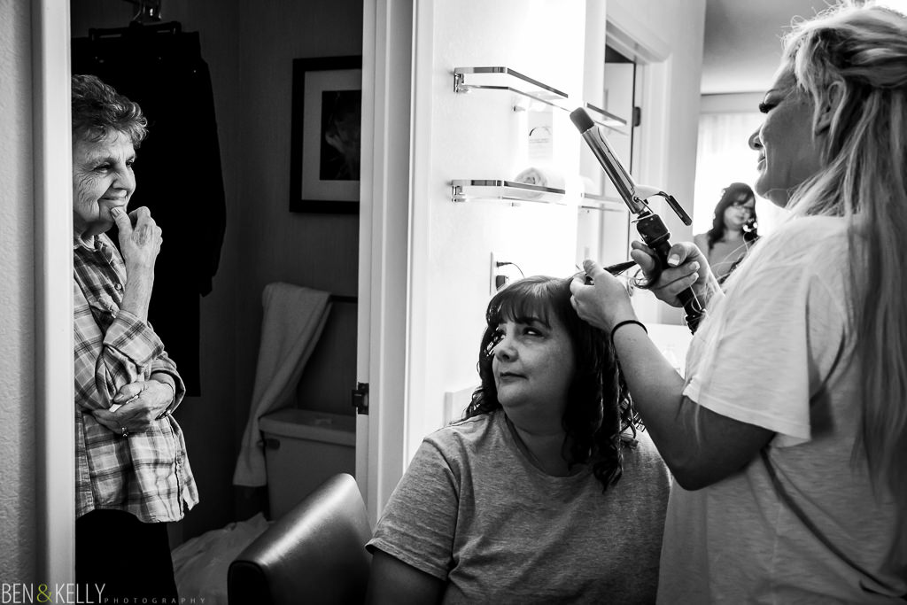 getting ready - mom and daughter - benandkellyphotography