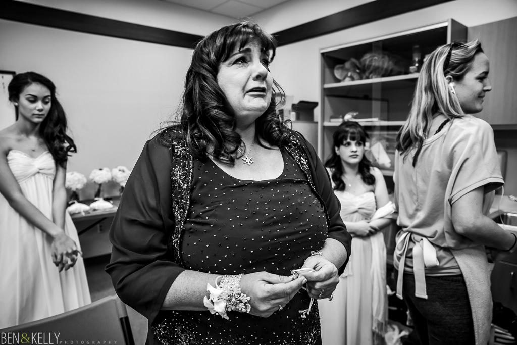 mother of the bride - mother - mom - cry - emotion - phoenix zoo - weddings - wedding - weddings at the phoenix zoo - phoenix zoo wedding - benandkellyphotography