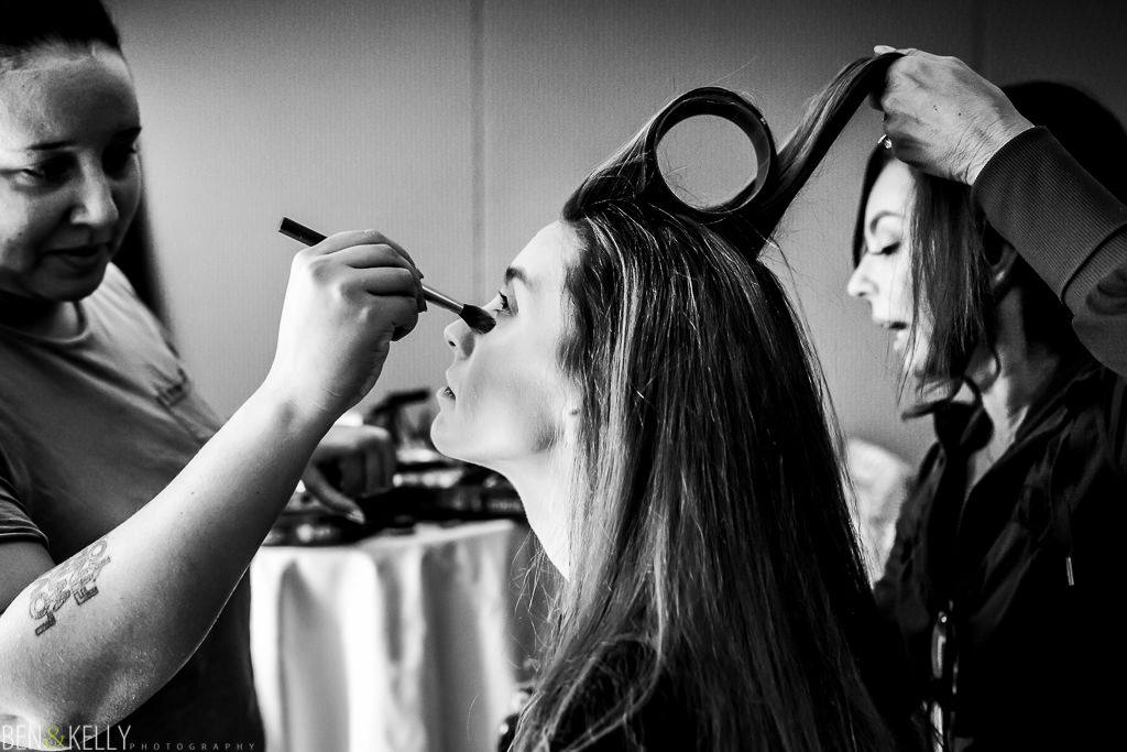 bridesmaid getting ready at the phoenician - benandkellyphotography