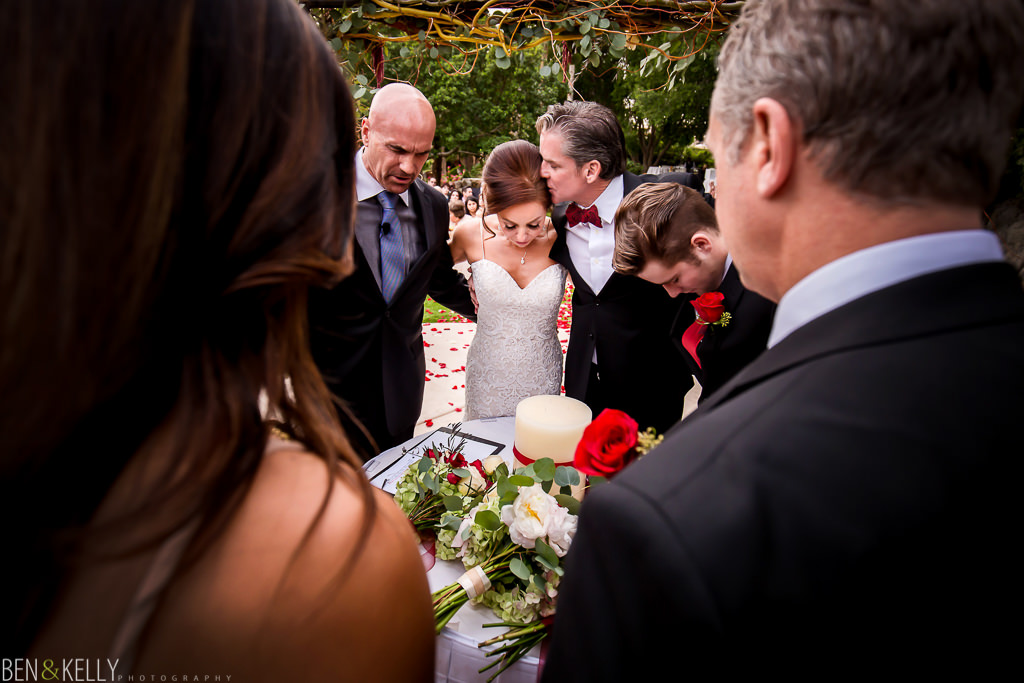 family prayer at the phoenician - wedding at the phoenician - benandkellyphotography