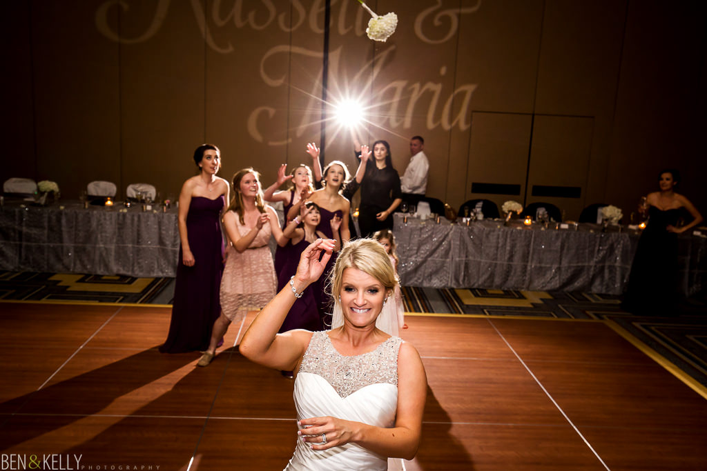 bouquet toss - scottsdale princess - Ben & Kelly Photography