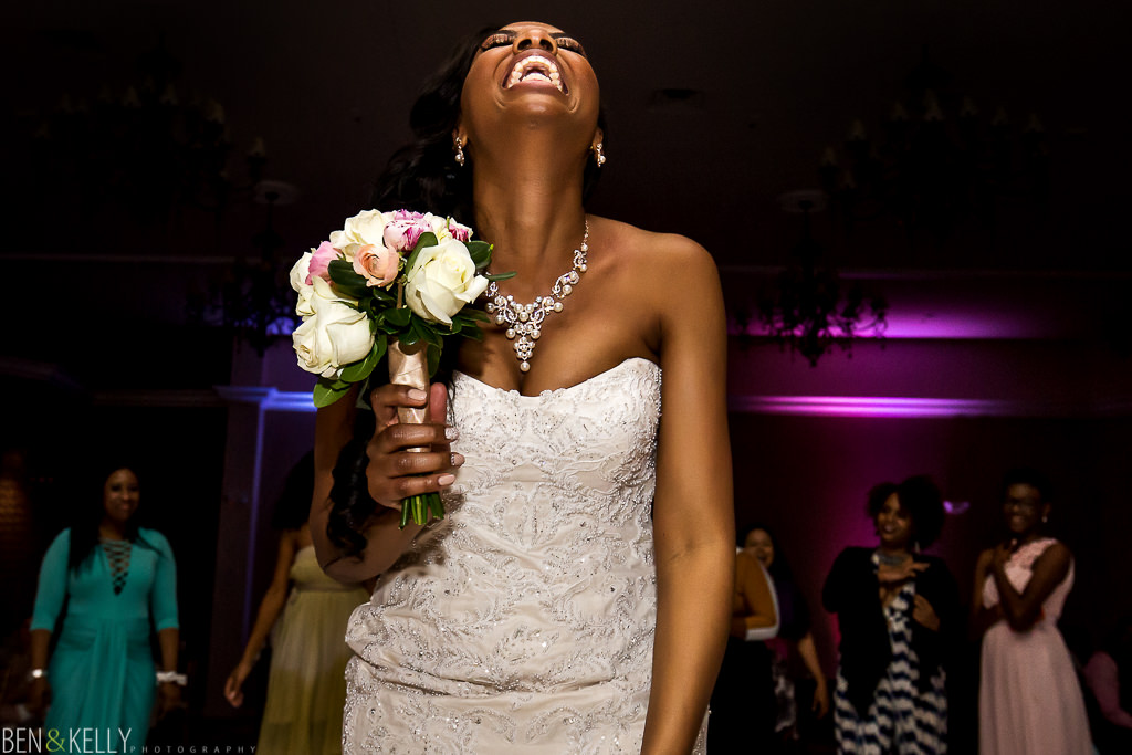 bouquet toss - chateau luxe - Ben and Kelly Photography